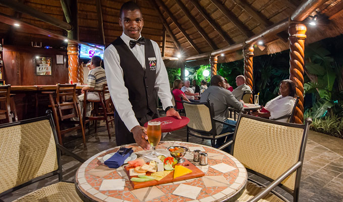 Royal-Villas-Swaziland-pool-bar2